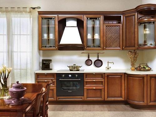 Фото элитной кухни из массива дерева