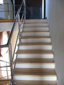 Лестница из массива сосны