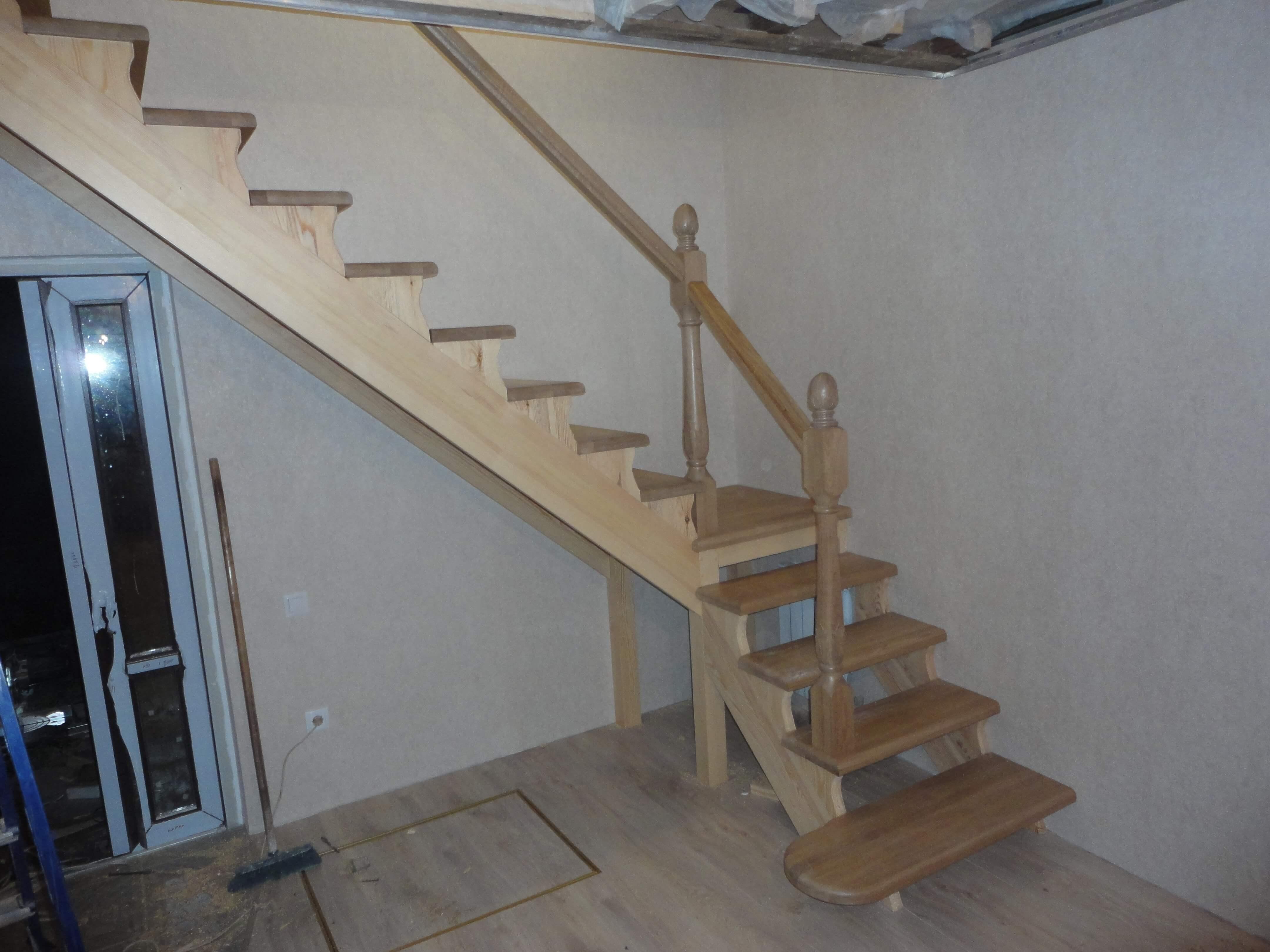 Лестница комбинированная из массива сосны и дуба