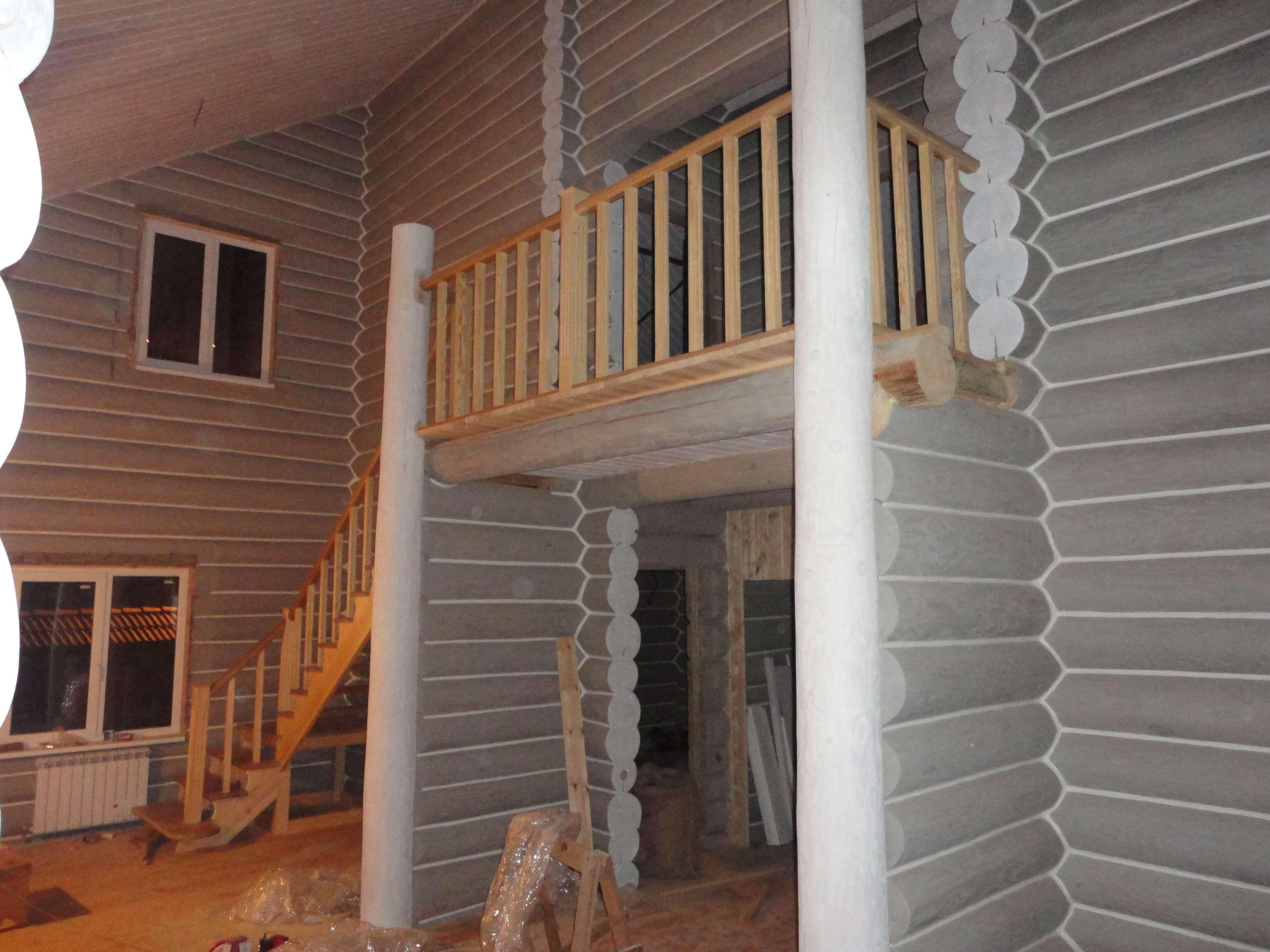Лестница комбинированная из дубового и соснового массива
