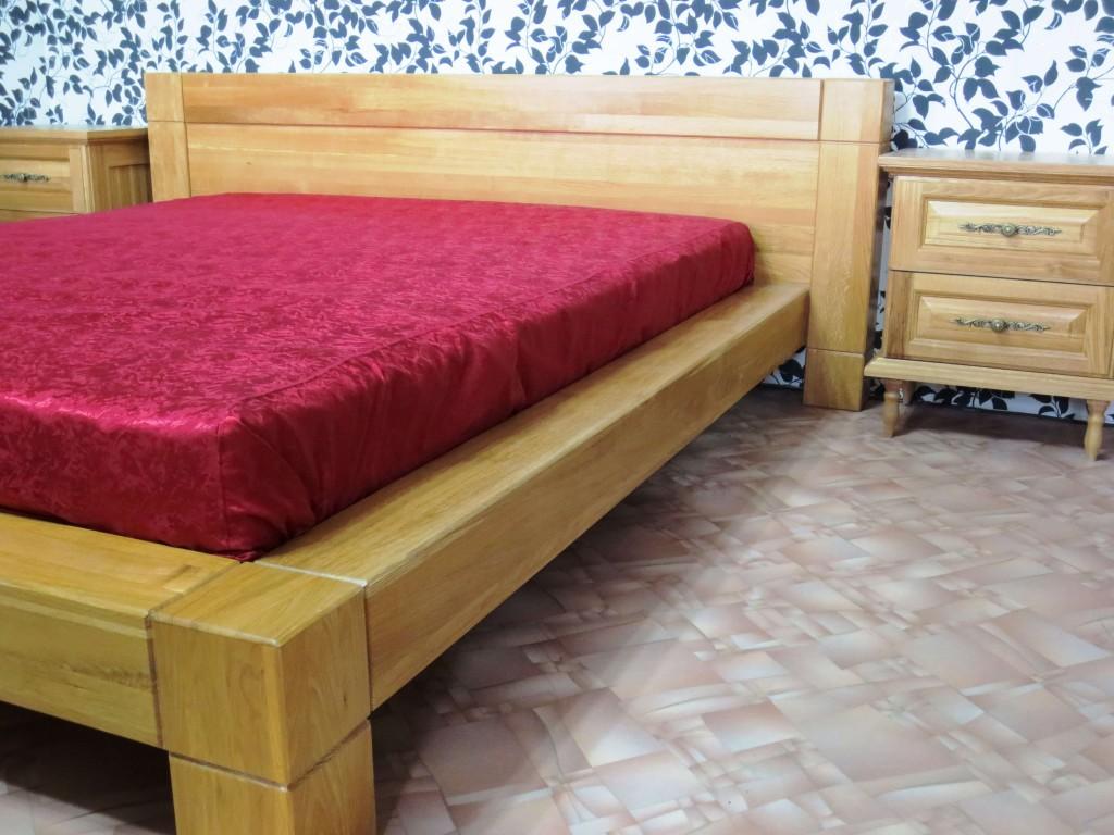 Кровать из дуба под лаком