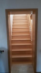 Лестница из массива бука под лаком